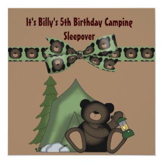 Sleepover del campo del cumpleaños del oso de invitación 13,3 cm x 13,3cm