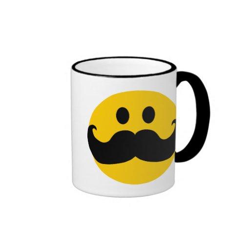 Smiley del bigote (color de fondo adaptable) tazas de café