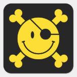 Smiley del pirata pegatina cuadradas personalizada