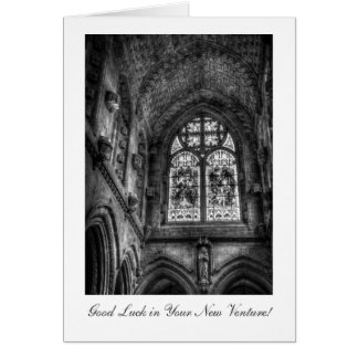 Sobre el altar de la capilla - buena suerte en tarjeta de felicitación