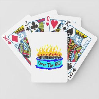 Sobre la torta de cumpleaños llameante de la colin cartas de juego