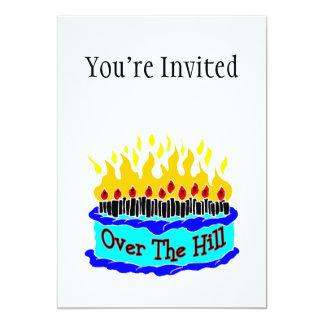 Sobre la torta de cumpleaños llameante de la invitación 12,7 x 17,8 cm