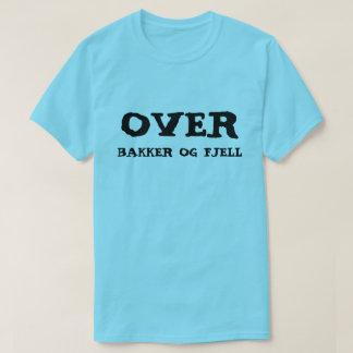 sobre las colinas y las montañas en azul noruego camiseta