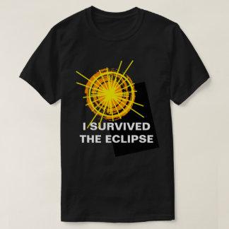 Sobreviví el personalizable divertido del eclipse camiseta