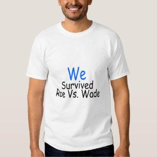 Sobrevivimos huevas contra el bamboleo (azul) camisetas