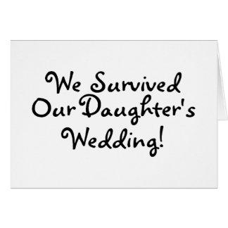 Sobrevivimos nuestro casarse de las hijas tarjeta de felicitación