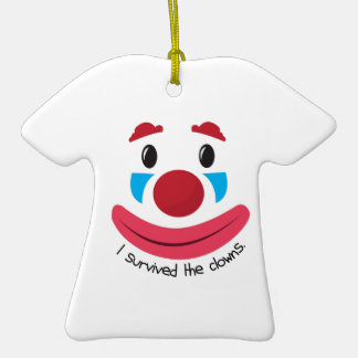 Sobrevivió a los payasos adorno de cerámica en forma de camiseta