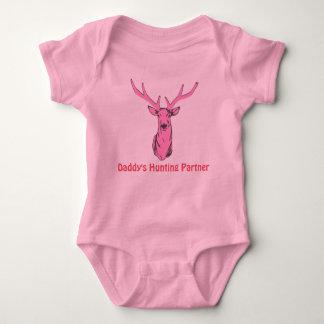 Socio de la caza del papá rosado para los chicas body para bebé