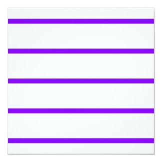 Sola raya fina - violeta en blanco invitación 13,3 cm x 13,3cm