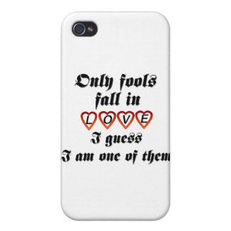Solamente caída de los tontos en amor iPhone 4 fundas