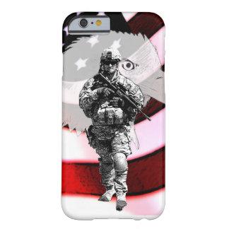 Soldado patriótico con Eagle y la bandera de los Funda Barely There iPhone 6