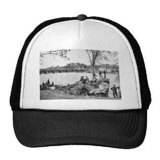 Soldados de la unión que guardan el río Potomac en Gorras