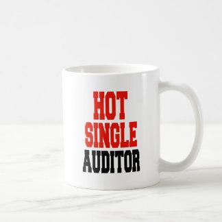 Solo interventor caliente taza de café