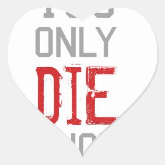 Sólo se muere una vez gráfico pegatina en forma de corazón