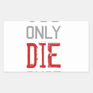 Sólo se muere una vez gráfico pegatina rectangular