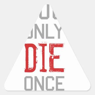 Sólo se muere una vez gráfico pegatina triangular