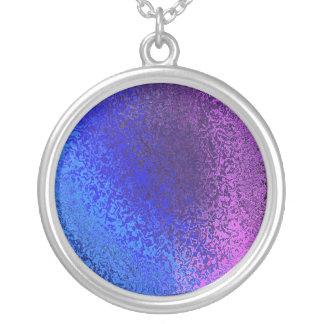 Collar Plateado Sombras azules y collar redondo abstracto