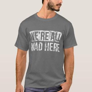 Somos todos aquí camiseta oscura fresca enojada