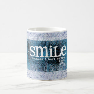 Sonrío porque no tengo ninguna idea qué se está taza de café