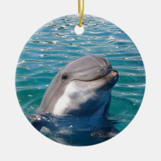 Sonrisa del delfín adorno navideño redondo de cerámica