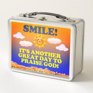 ¡Sonrisa! ¡Es otro gran día para elogiar a dios!