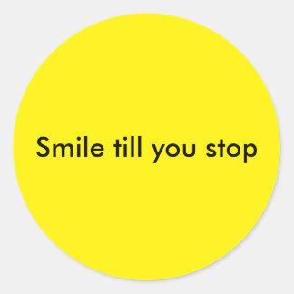 Sonrisa hasta que usted para pegatina redonda