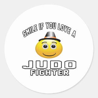 Sonrisa si usted ama el combatiente del judo pegatina redonda