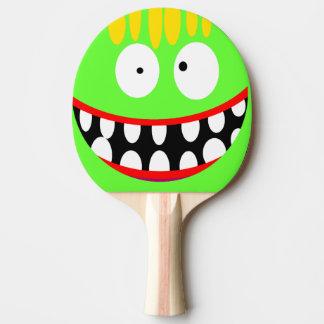sonrisa tonta divertida del dibujo animado pala de tenis de mesa