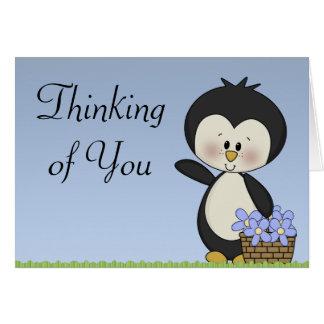 Sonrisas del pingüino que piensan en usted tarjeta