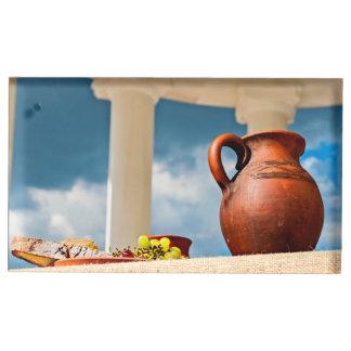 Soporte Para Tarjetas De Mesa Aún-vida antigua clásica con una jarra