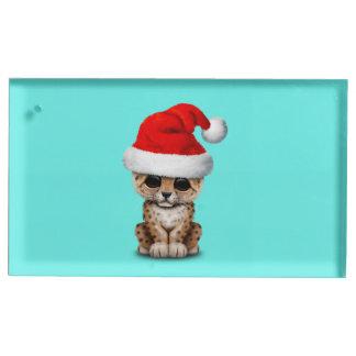 Soporte Para Tarjetas De Mesa Leopardo lindo Cub que lleva un gorra de Santa