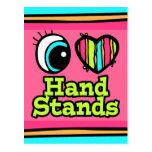 Soportes brillantes de la mano del amor del corazó tarjeta postal