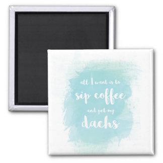 Sorba el café y acaricie mi imán del Dachshund