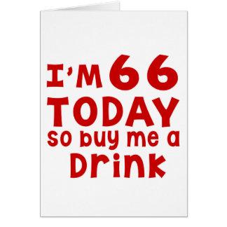 Soy 66 hoy así que cómpreme una bebida tarjeta de felicitación