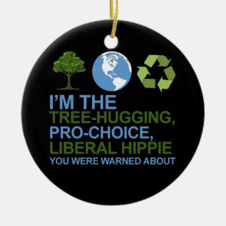 Soy el árbol-abrazo, hippie proabortista, liberal adorno redondo de cerámica