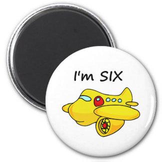 Soy seis, avión amarillo imán redondo 5 cm