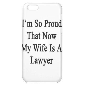 Soy tan orgulloso que ahora mi esposa es abogado
