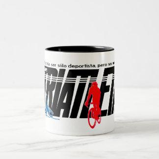Soy triatleta taza de café de dos colores