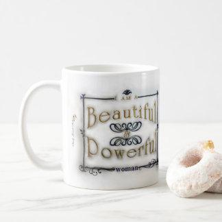 Soy una mujer hermosa y potente taza de café