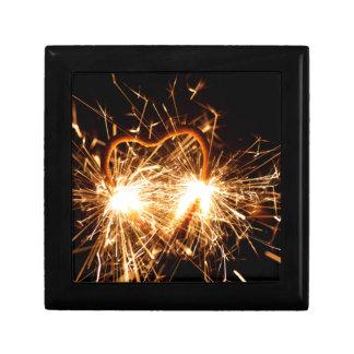 Sparkler ardiente en forma de un corazón caja de regalo
