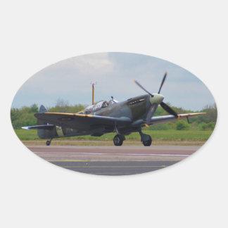 Spitfire en la pista pegatina ovalada