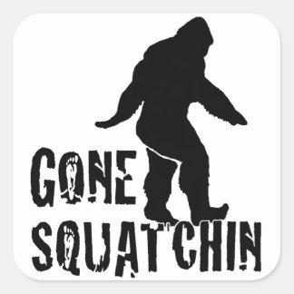 Squatchin ido 2 pegatina cuadrada