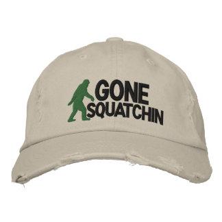 Squatchin ido con el logotipo de Bigfoot Gorra Bordada