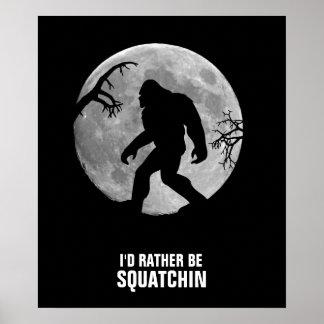 Squatchin ido con la luna y la silueta póster