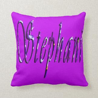 Stephanie, logotipo conocido, amortiguador púrpura cojín decorativo