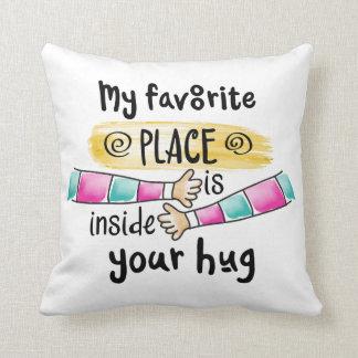 Su abrazo mi almohada de tiro preferida del lugar