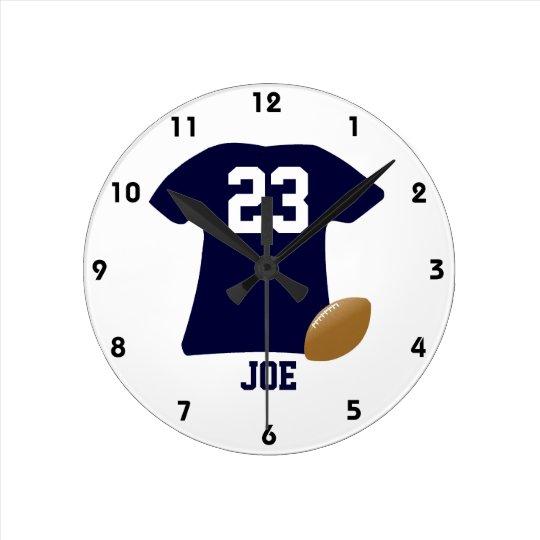 Su camisa del fútbol con la bola reloj redondo mediano