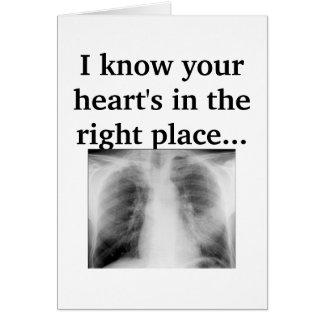 Su corazón en el lugar correcto tarjeta de felicitación