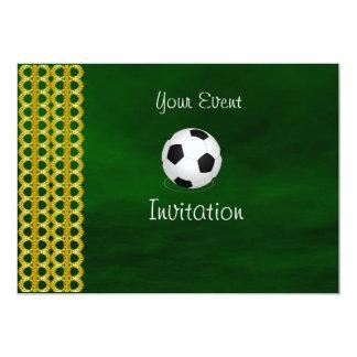 Su invitación del balón de fútbol del verde del