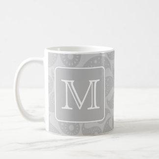 Su letra. Modelo gris de Paisley con el monograma Taza De Café